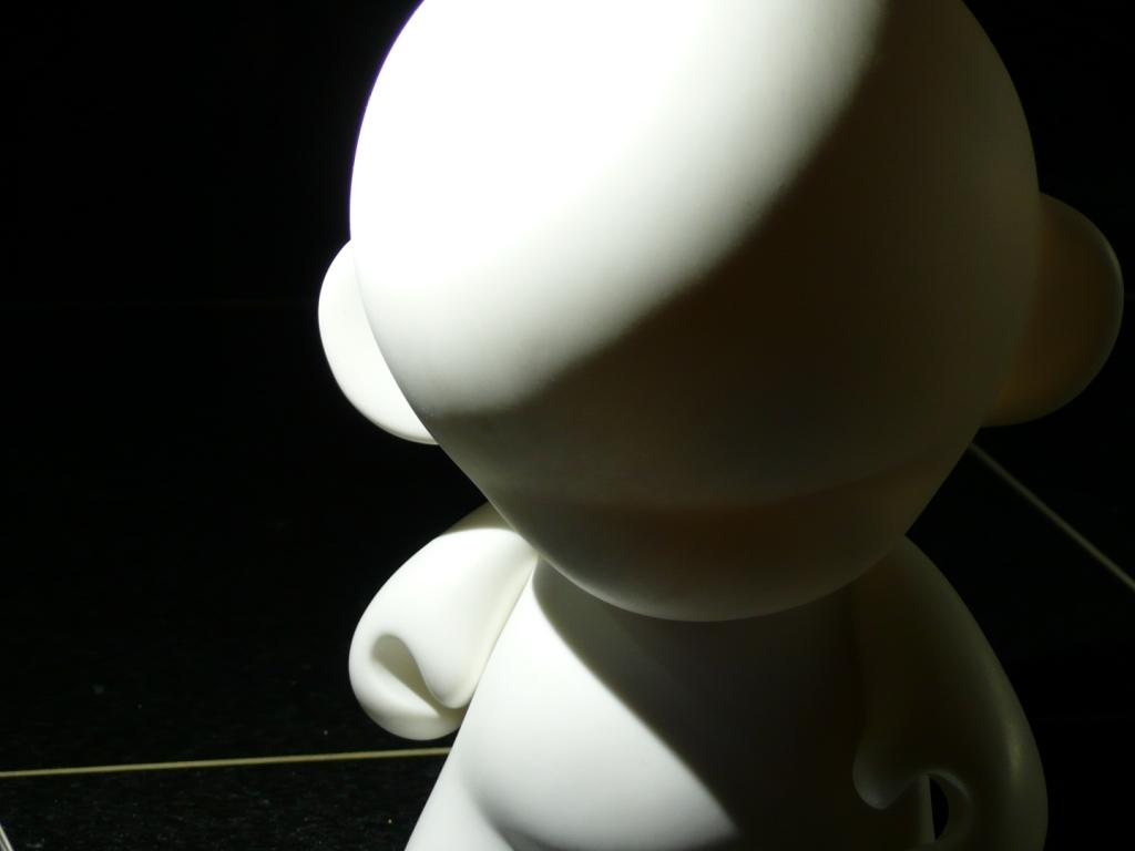 Zoomed in shot of Munny's head illuminated from the side using the ProdMod camera light mounted on a tripod